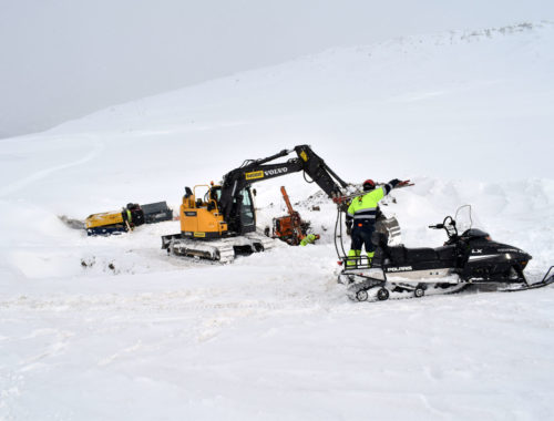 duci-norge-excavator-and-snow-mobile